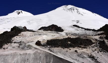 Elbrus w pełnej okazałości.